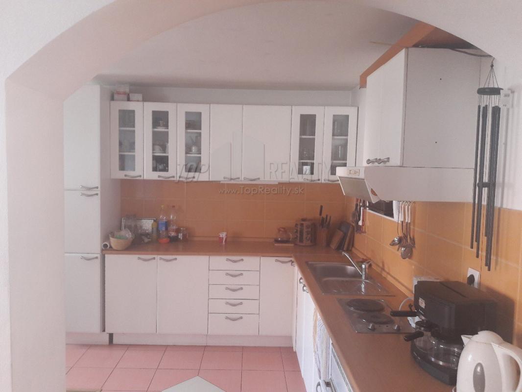 rodinný dom Hronec (bývanie za 70E), auto na sťahovanie na deň zdarma a iné benefity
