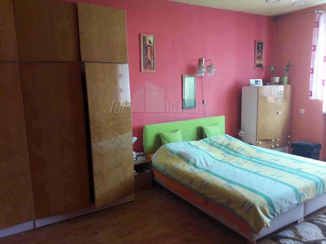 (plus 4) izbový veľkometrážny dom v Hronci, auto na sťahovanie na deň zadarmo