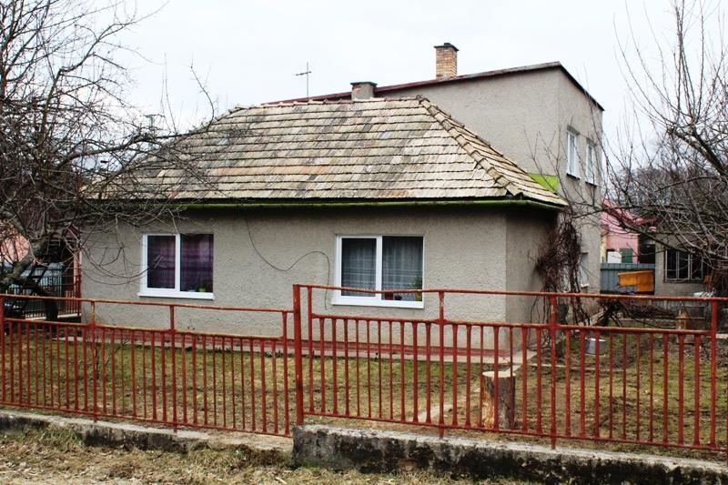 Ponúkam na prenájom vrchné podlažie rodinného domu zo samostatným vchodom