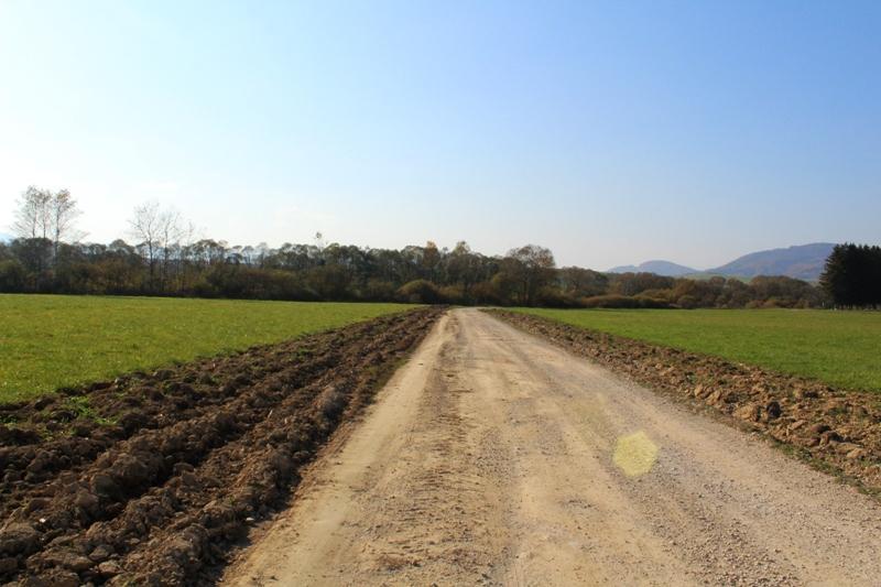 Krásny slnečný rovný pozemok v Brezne časť Rohozná