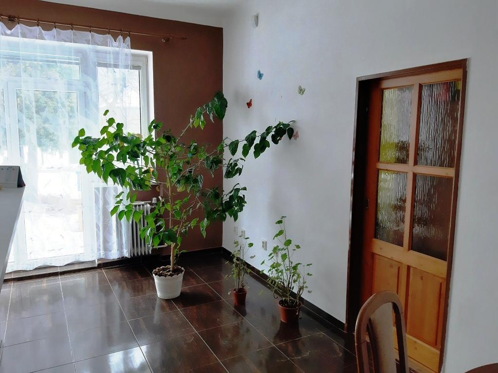 EXKLUZÍVNE Priestranný 8 izbový rodinný dom s krásnym rovným pozemkom