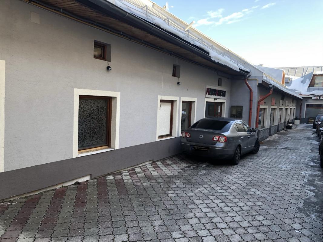 V priamom centre Brezna ponúkame na predaj polyfukčnú budovu