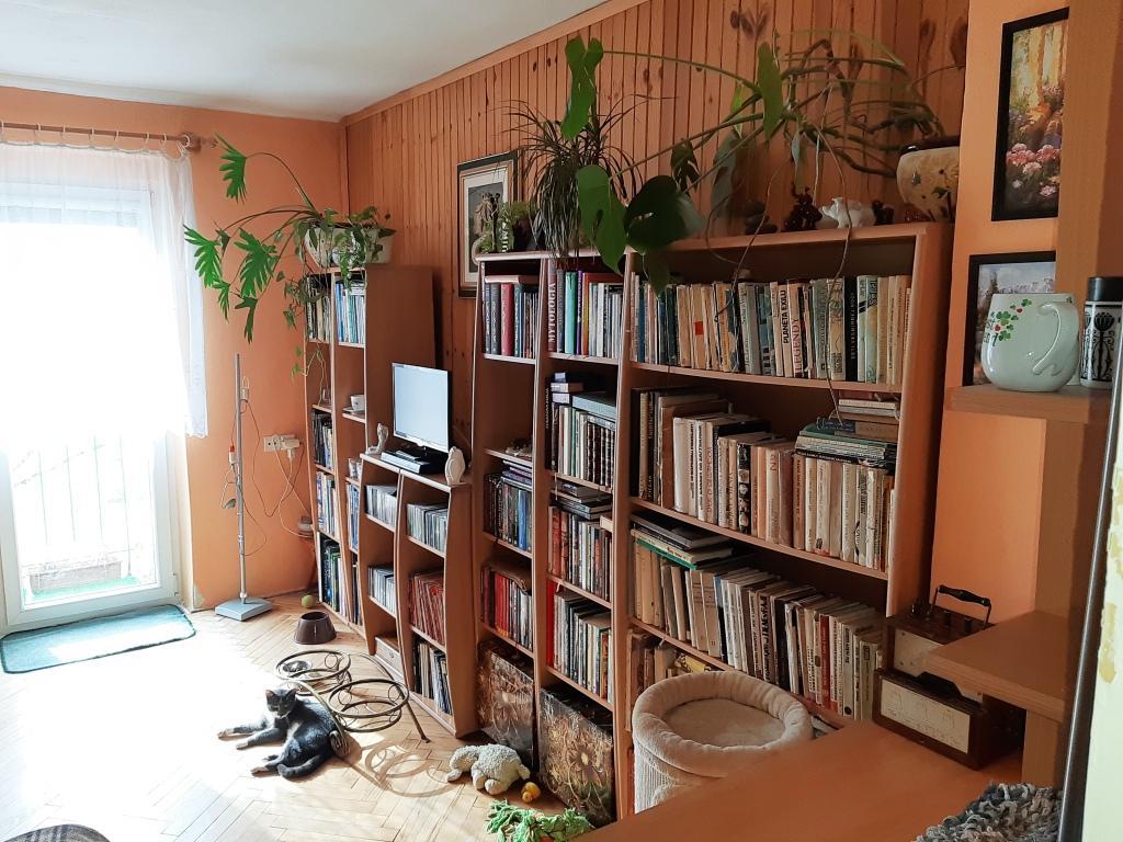 EXKLUZÍVNE 2 izbový byt, Brezno - Centrum, 3. poschodie, čiastočná rekonštrukcia, splátka 127 mesačne