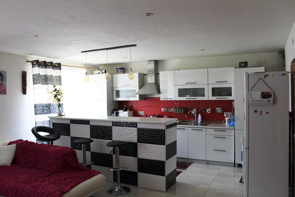 3 Izbový byt, 2x garáž, záhrada 295 m2, Predaj Byt, Hronec, Brezno, čiastočná rekonštrukcia