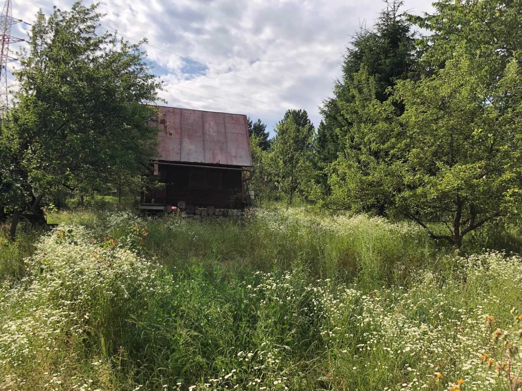 Rezervácia-Záhradná chatka na krásnom pozemku v Brezne-Čachove