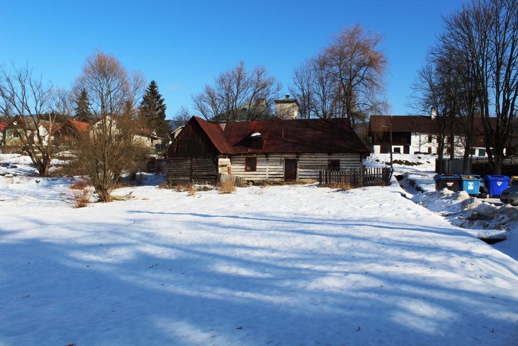 EXKLUZÍVNE stavebný pozemok v centre obce Michalová