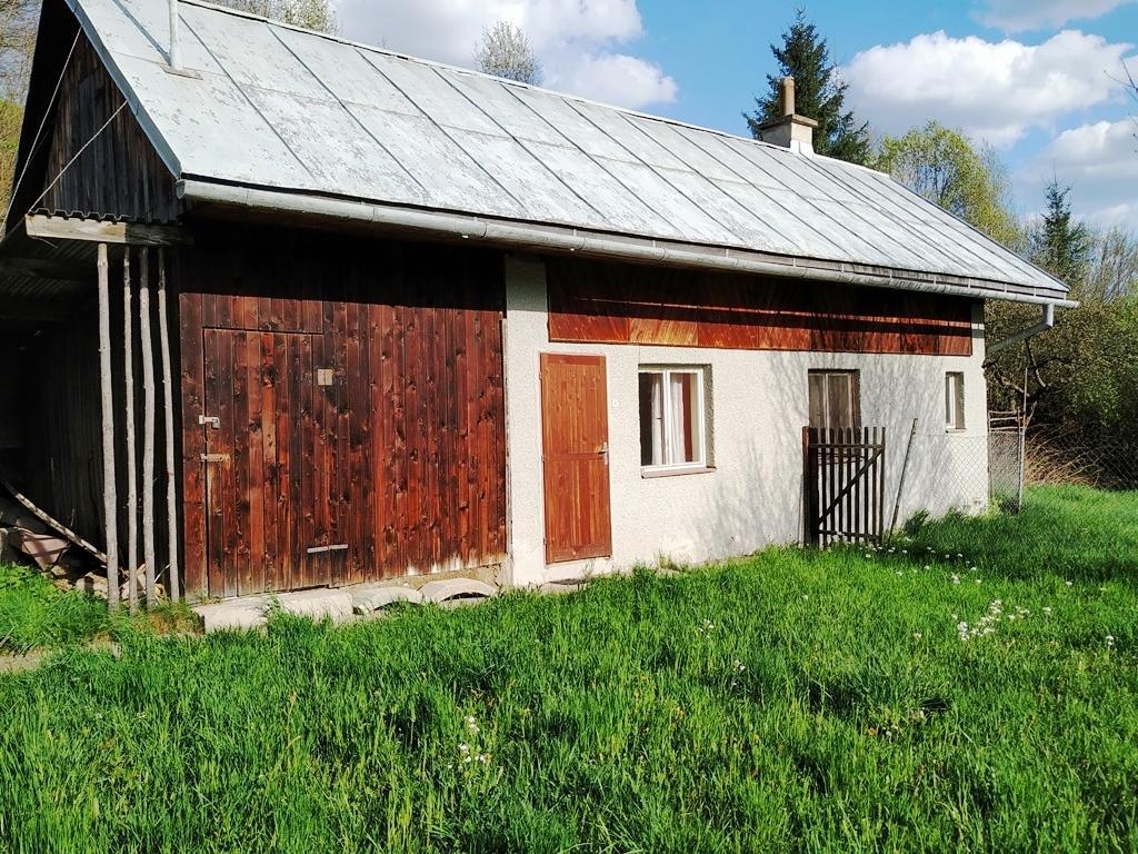Rodinný dom s letnou kuchynkou a krásnym pozemkom