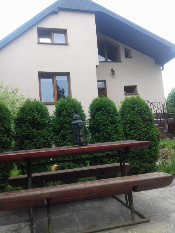 EXKLUZÍVNA PONUKA-krásny a zrekonštruovaný dom v Podbrezovej aj s garážou