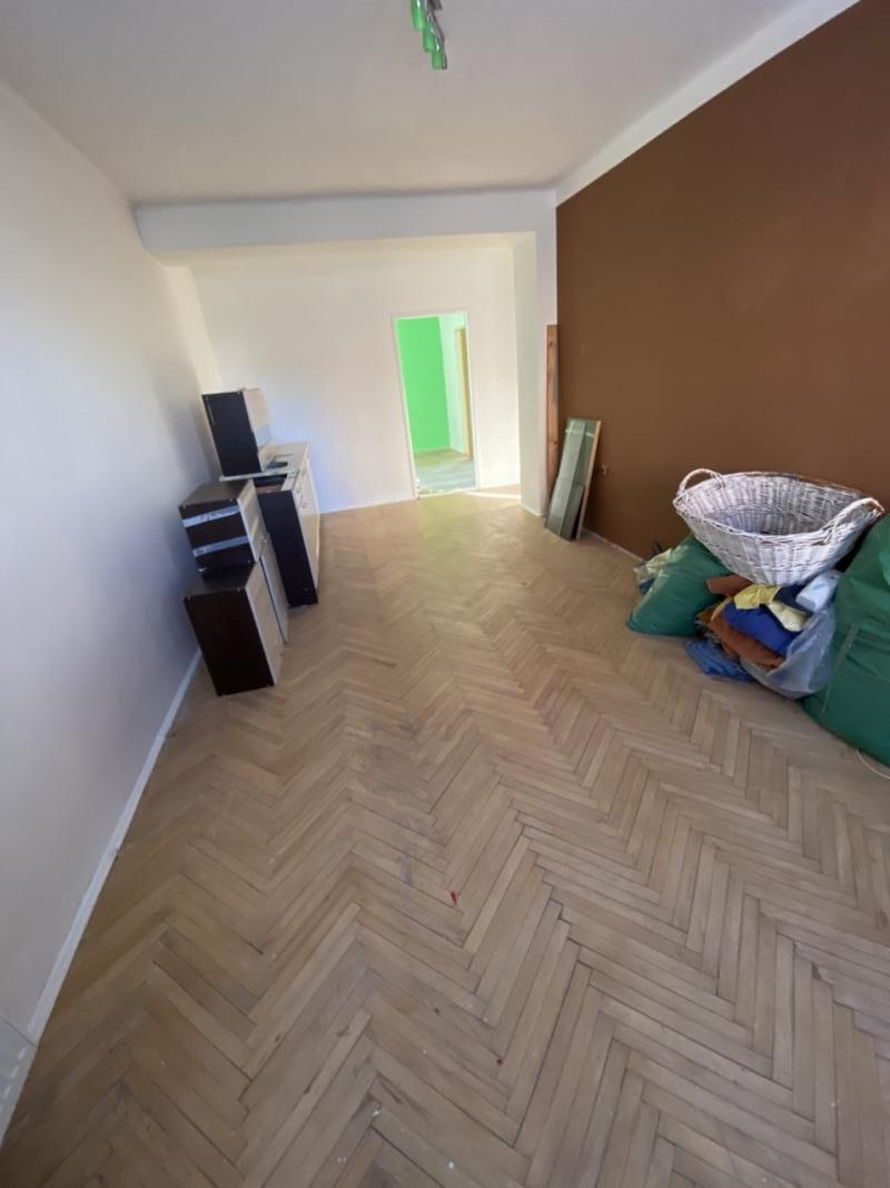 Vo Valaskej predáme 2 izbový pekný čiastočne rekonšt. byt za dobrú cenu