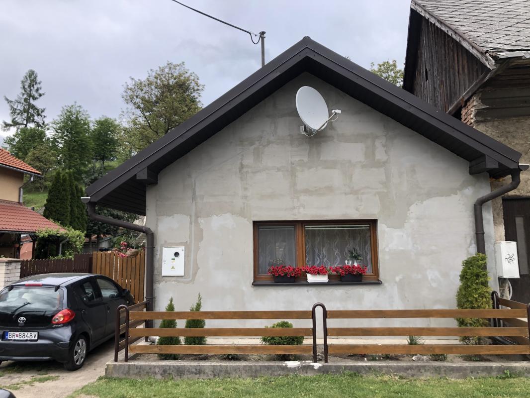 REZERVOVANÝ Útulný dom v obci Nemecká