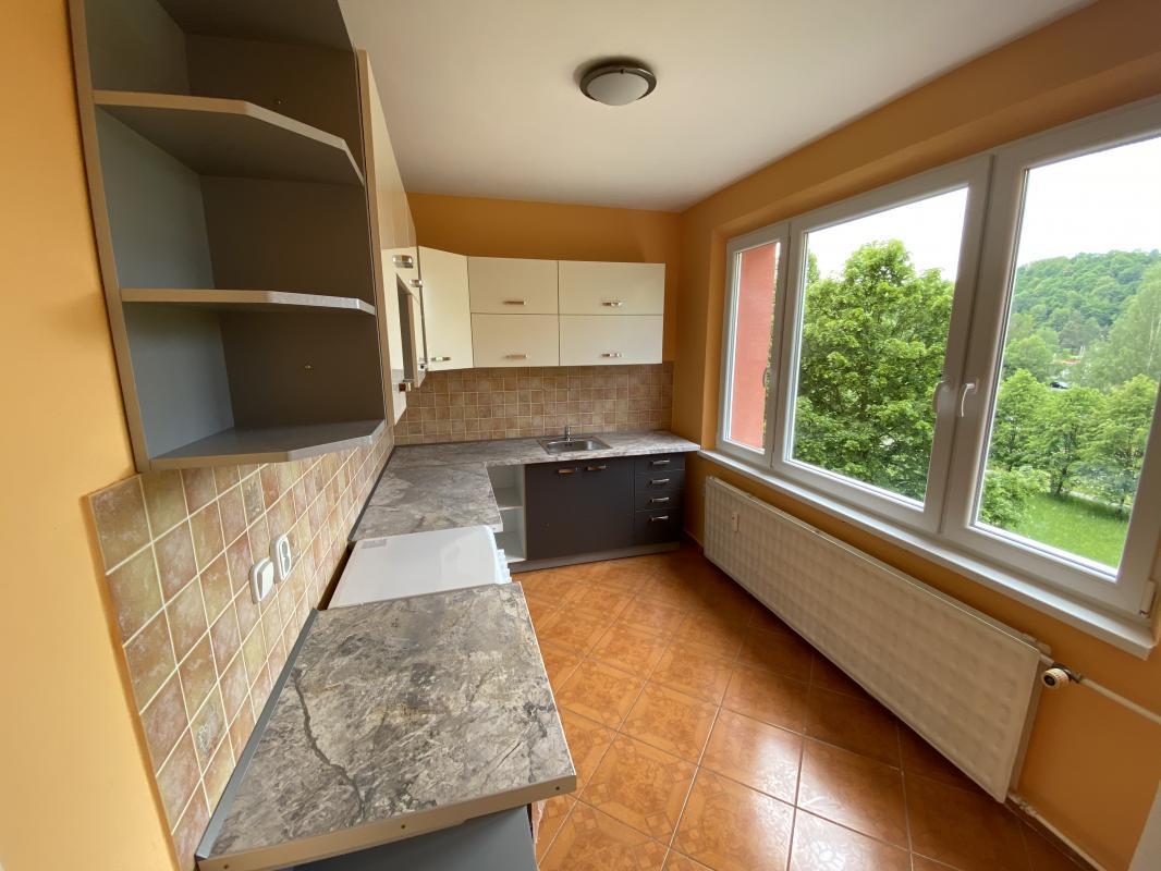Na predaj: Zrekonštruovaný 2 izbový veľký  panelový byt/ 64m2/ v Brezne s balkonom