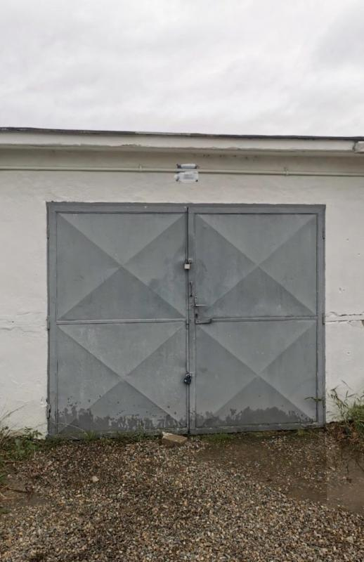 Na predaj udržiavaná murovaná garáž v Brezne