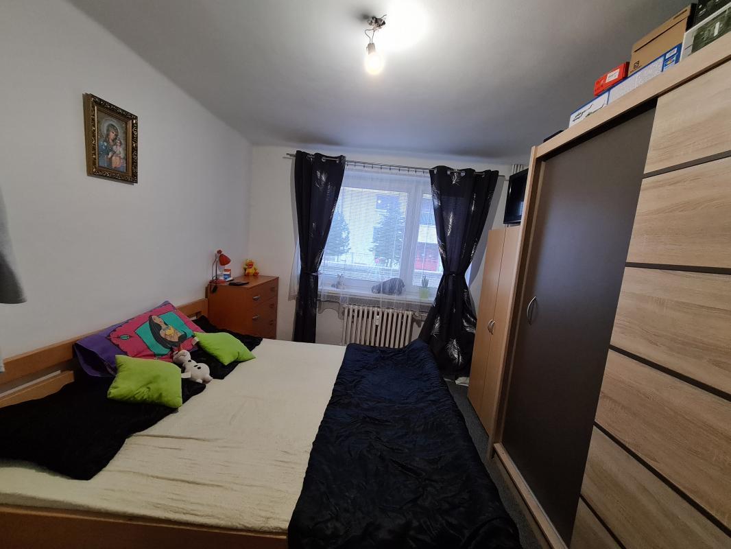 REZERVOVANÉ Pekný 2 izbový byt po čiastočnej rekonštrukcii v Podbrezovej + virtuálna obhliadka