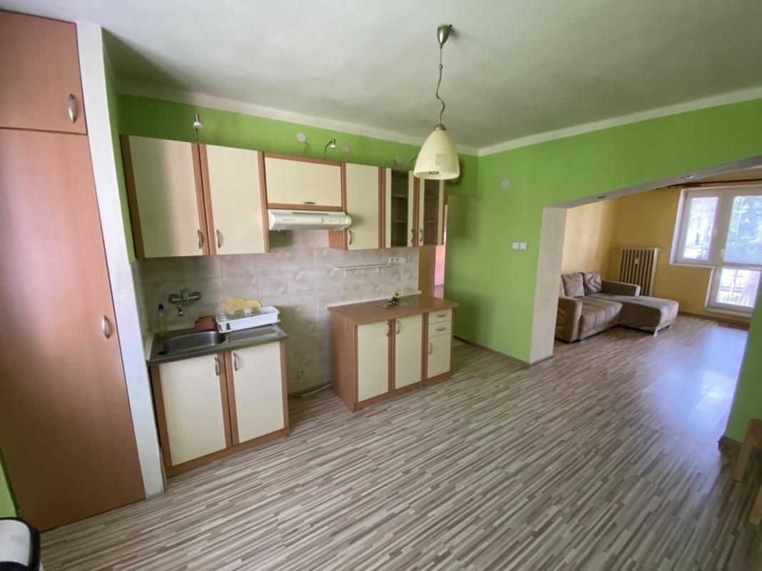 Predaj:2 izbový kompletne zrekonštruovaný byt v Brezne s balkónom