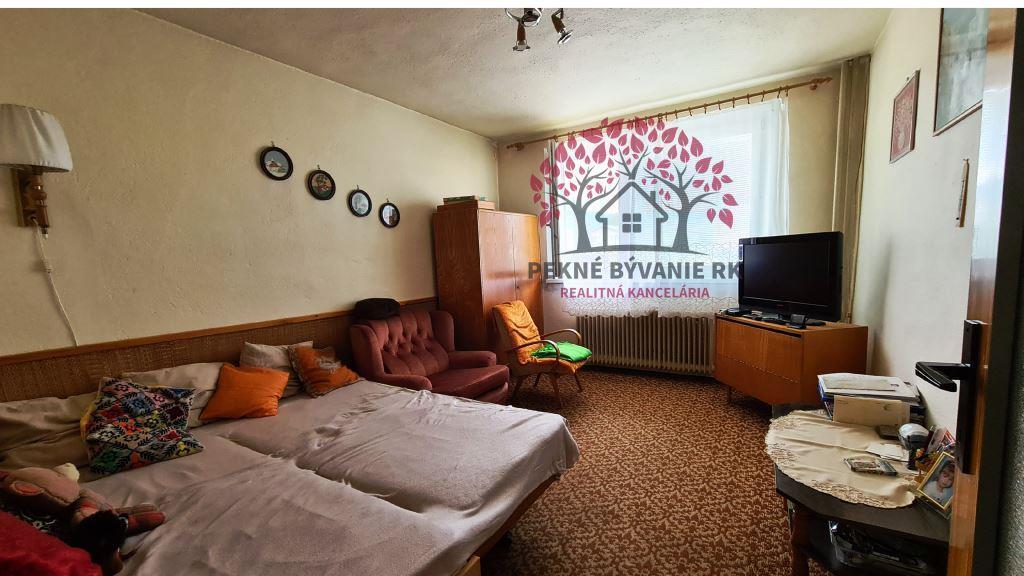 REZERVOVANÉ Exkluzívne na predaj pekný a udržiavaný Rodinný Dom v obci Michalová