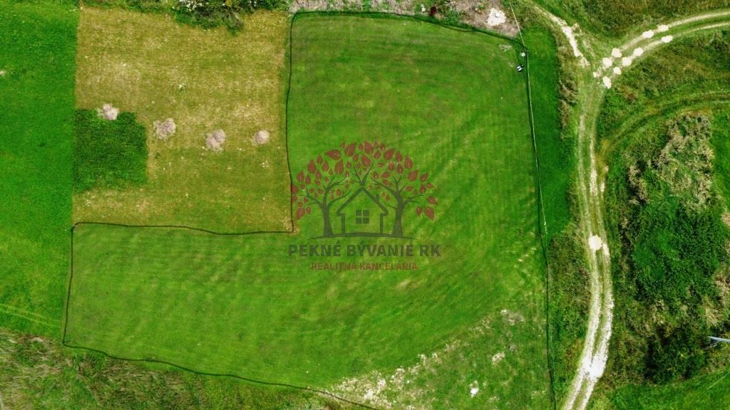Exkluzívne nádherný stavebný pozemok v obci Dolná Lehota
